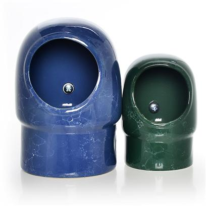 Prevue Presents Cup-Hooded Ceramic 24oz. 24 Ounce Hooded Ceramic Coop Cup Easily Attaches to all Cages with Screw on Universal Clamp. Available in an Assortment of Black, Blue, Green and White Marble. 24 Ounce Capacity [24723]